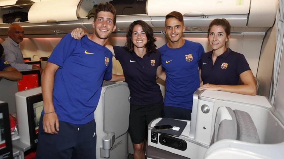 Sergi Roberto, Torrejón, Denis e Losada, no avião a Portland.