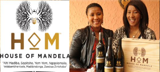 Dois membros da família Mandela com o vinho que leva o nome do patriarca