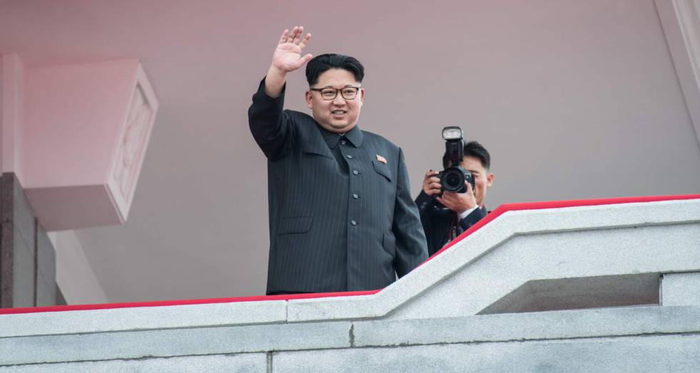 O líder norte-coreano em um desfile militar em maio passado.