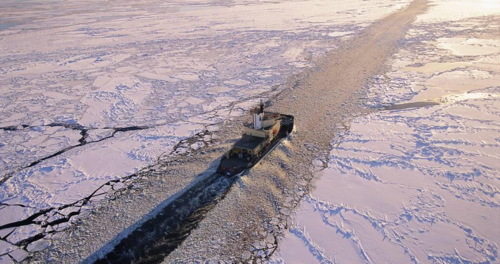 Os navios quebra-gelo são cruciais para assegurar a rota do Ártico.