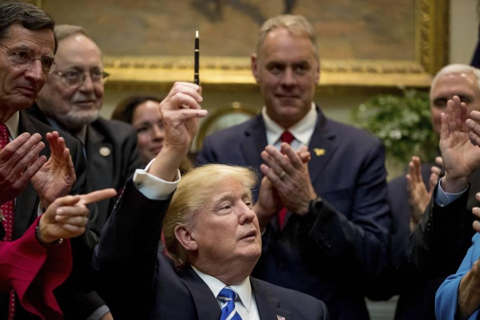 Trump após assinar lei na Casa Branca.