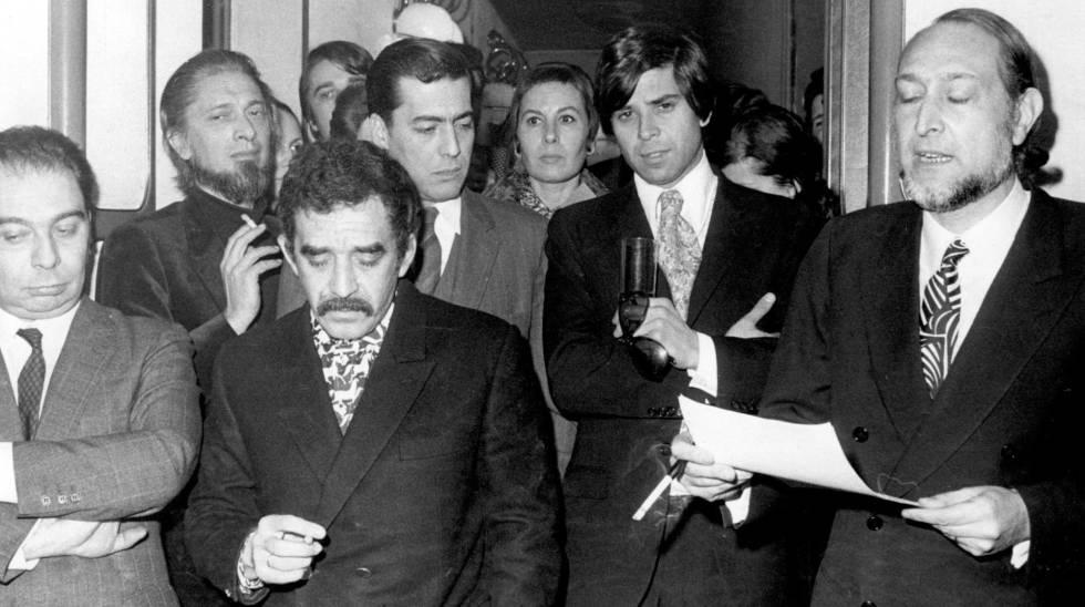 A partir da esquerda, García Hortelano, Carlos Barral, García Márquez e Vargas Llosa; à direita, José María Castellet, em 1970, em Barcelona.