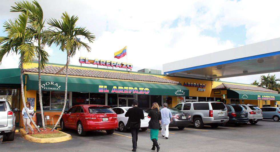 Fachada do restaurante El Arepazo, em Miami, lugar de reunião da comunidade venezuelana.