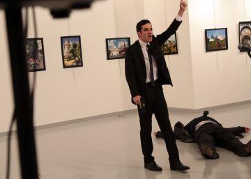 Diplomata foi atacado quando inaugurava exposição de fotos em Ancara