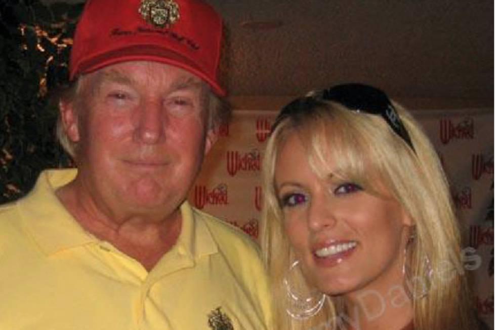 Donald Trump e Stormy Daniels, juntos em 2006, em uma imagem obtida pelo jornal 'The Wall Street Journal' da conta MySpace da atriz.
