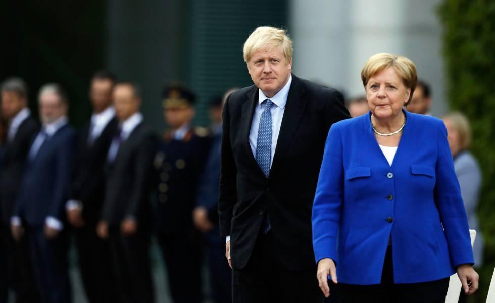 O primeiro-ministro britânico, Boris Johnson, e a chanceler alemã, Angela Merkel, nesta quarta-feira em Berlim