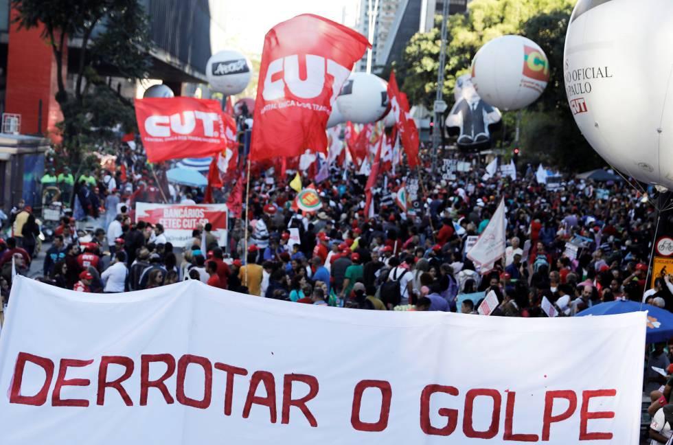 Manifestantes protestam na avenida Paulista contra a reforma da previdência proposta pelo Governo Temer, nesta sexta-feira, 31 de março.