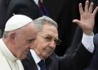 """O diálogo deve impor-se sobre o sistema, morto para sempre, de dinastia e de grupos"""", afirma Bergoglio ao chegar à ilha"""