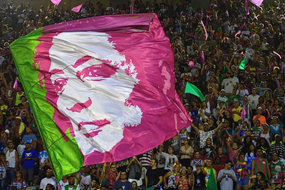 Bandeira com o rosto de Marielle no carnaval do Rio
