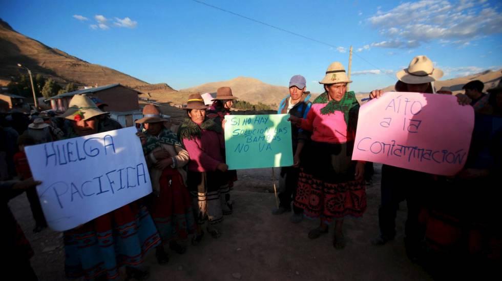 Habitantes da área de Las Bambas durante um protesto contra os projetos de mineração no Peru