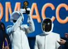 A dupla francesa Daft Punk vence em cinco categorias, incluindo a de Melhor Disco do Ano por  Random Access Memories