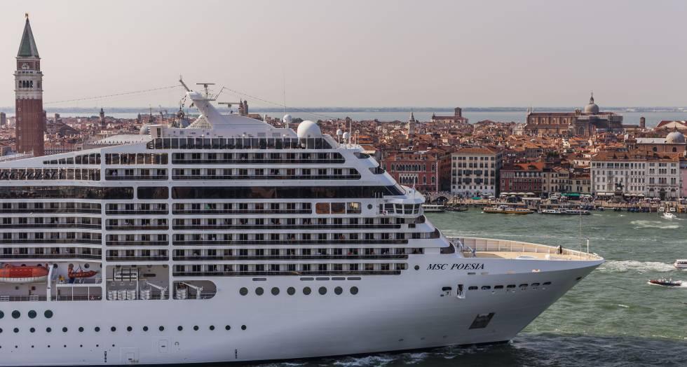 Navio entrando em Veneza
