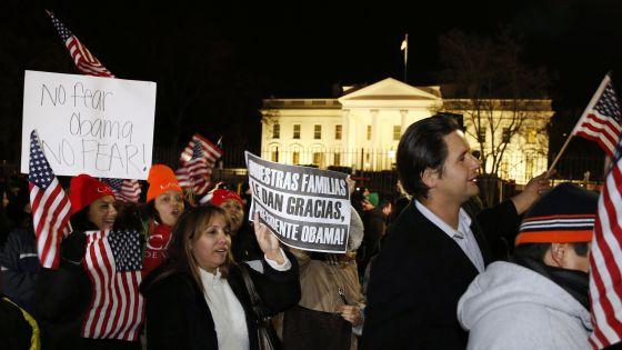 Apoiadores do presidente Obama em frente à Casa Branca.