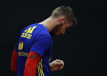 O goleiro da seleção espanhola foi implicado por uma testemunha em um processo que investiga abusos sexuais na Espanha. Ele descarta deixar a concentração