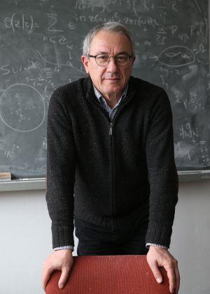 Luis Alvarez-Gaumé em seu escritório do CERN, depois da entrevista.