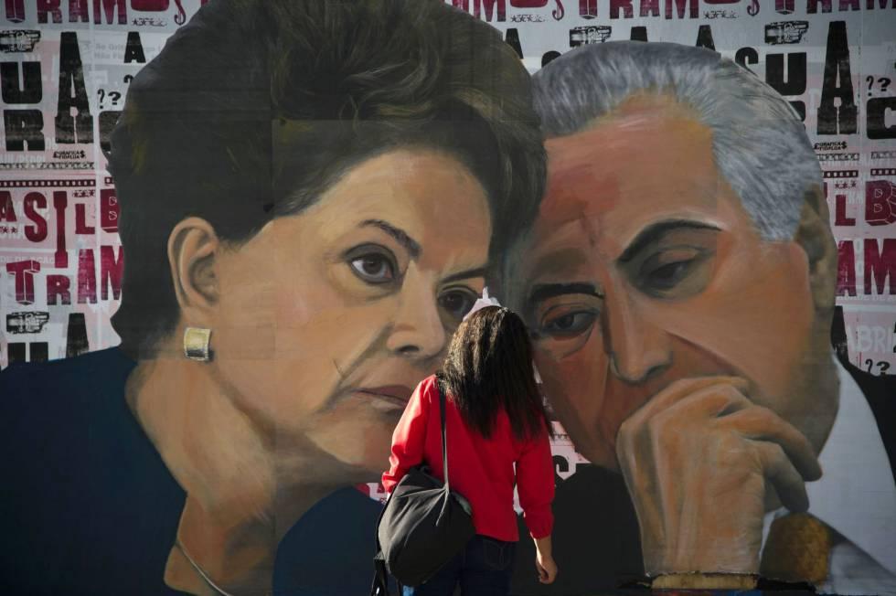 Dilma e Temer num painel na Avenida Paulista, em São Paulo.
