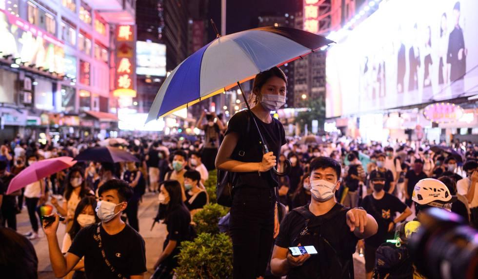 Manifestação em uma estação de trem de Hong Kong, na sexta-feira.