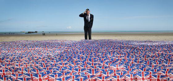 O veterano de guerra Fred Holborn, na praia de Gold.