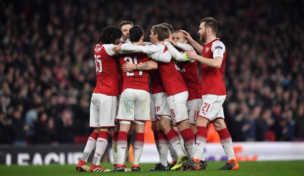 Jogadores do Arsenal comemoram vitória.