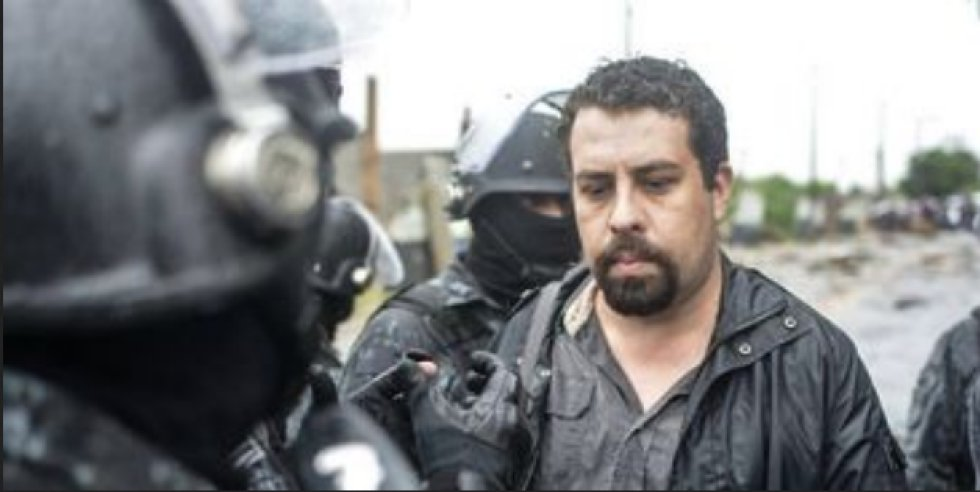 O líder do MTST (Movimento dos Trabalhadores Sem Teto), Guilherme Boulos, que foi detido pela Polícia Militar durante uma ação para retirar sem-teto de um terreno em cumprimento a uma ordem judicial.