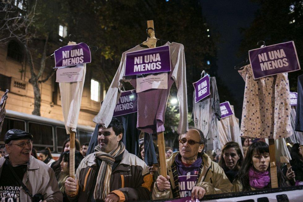 """O grito """"Ni Una Menos"""" ecoou nesta sexta-feira nas principais praças da Argentina. Por segundo ano consecutivo, uma multidão voltou a sair às ruas para exigir o fim da violência de gênero."""