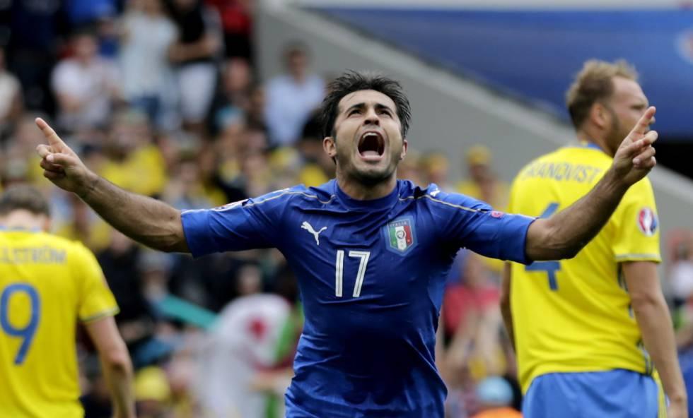 Eder celebra o gol da Itália contra a Suécia.