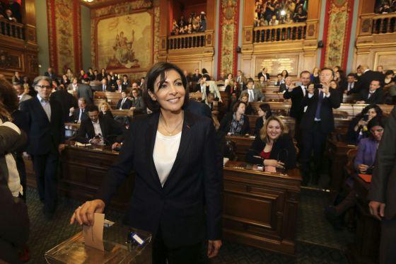 Anne Hidalgo, após sua eleição como primeira prefeita de Paris.