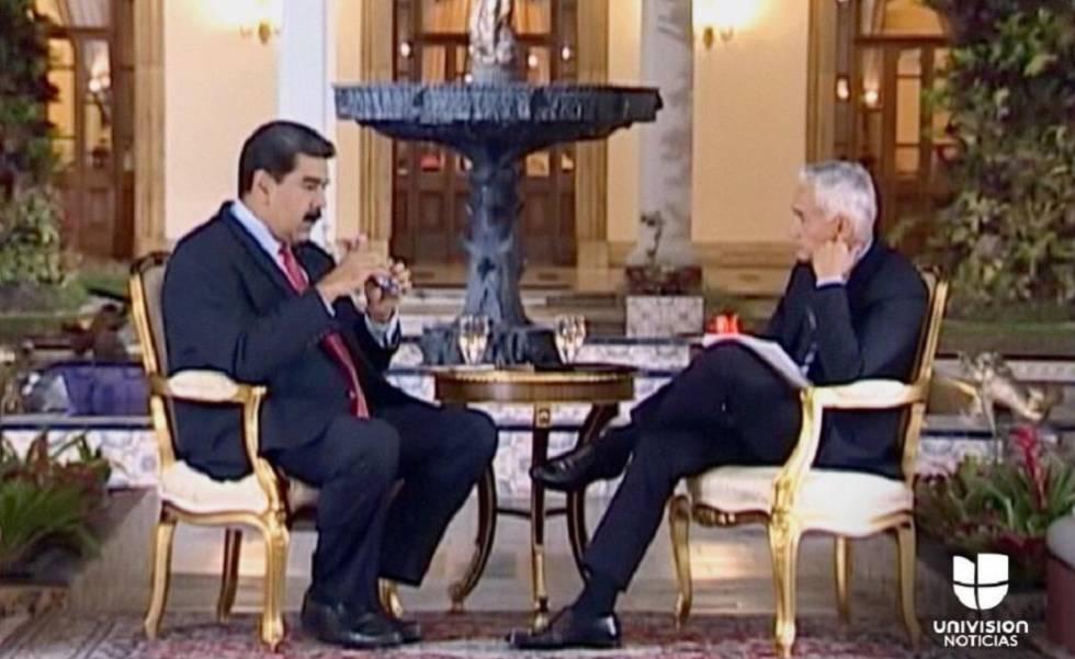 Maduro durante a entrevista a Jorge Ramos (à esquerda)