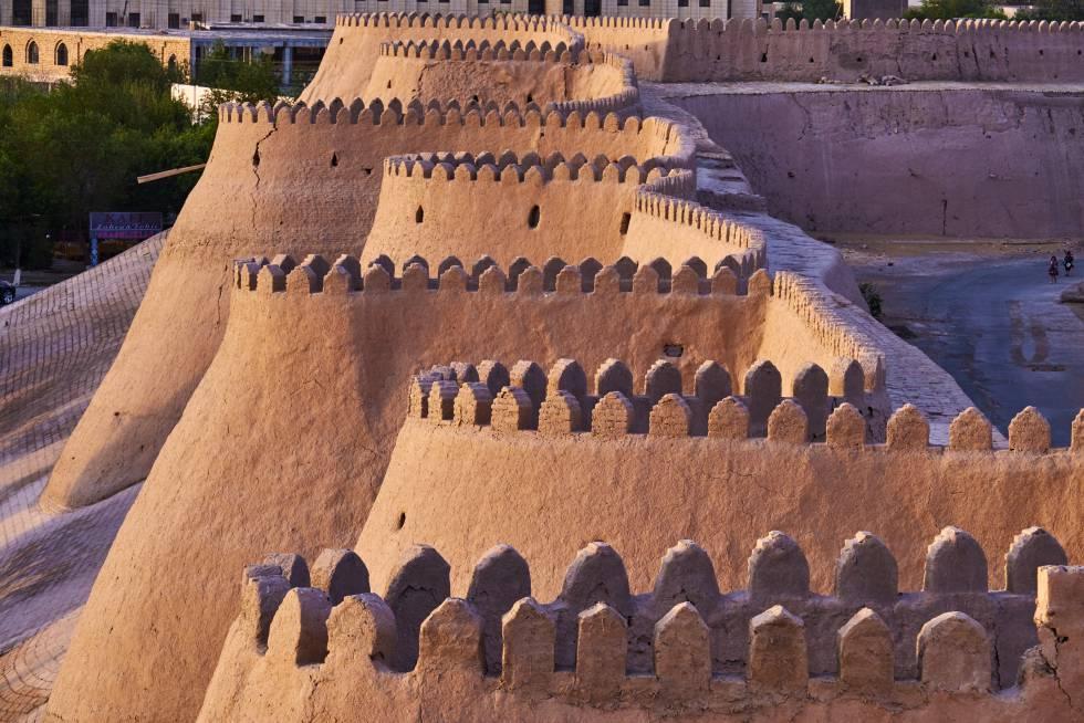 A muralha de barro de Ichon-Qala, em Jiva (Uzbekistan).