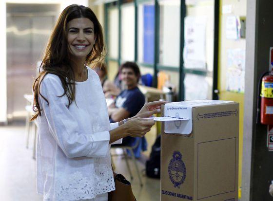 A esposa de Macri, Juliana Awada, ao votar no domingo passado.
