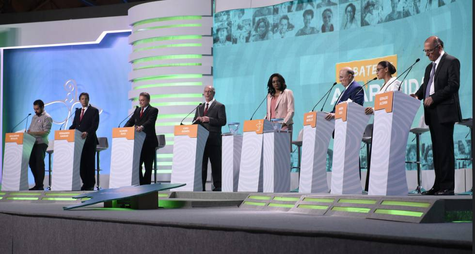 Os candidatos no debate da TV Aparecida.
