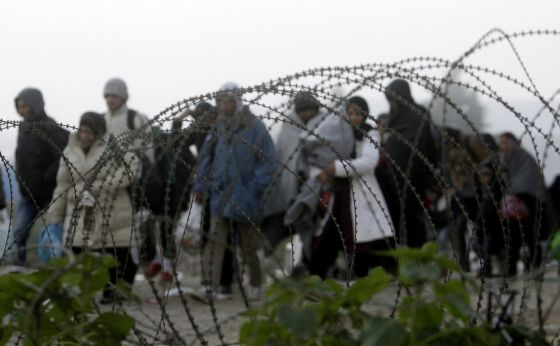 Grupo de refugiados, na fronteira entre Grécia e Macedônia