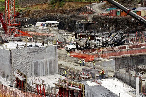 Obras no Canal do Panamá.