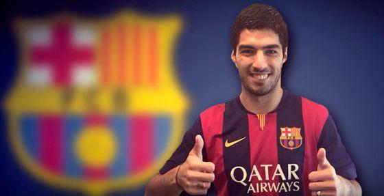 Luis Suárez posa com a camiseta do Barça.