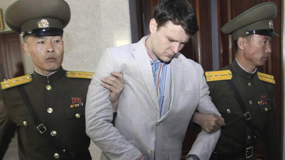 Warmbier durante julgamento na Coreia do Norte