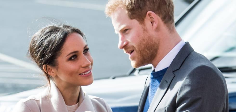 Meghan Markle e o príncipe Harry da Inglaterra durante uma visita à Irlanda do Norte