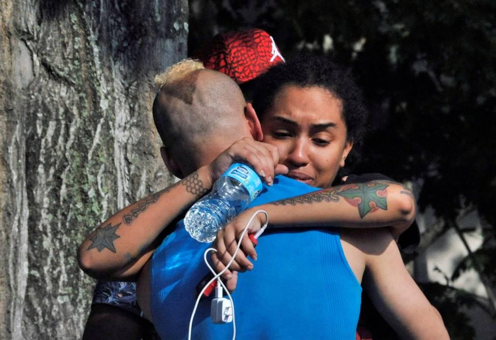 Amigos das vítimas recebem as notícias do atentado em Orlando.