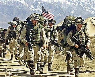 Soldados estadounidenses, en la base aérea de Bagram, cercana a Kabul.
