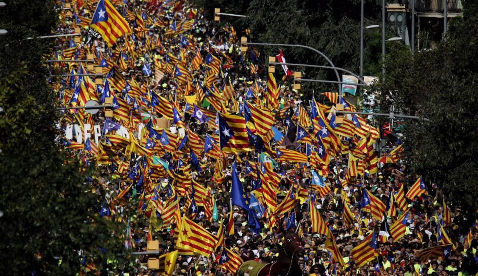 Milhares de pessoas se concentram em Barcelona pela Diada (Dia da Catalunha).