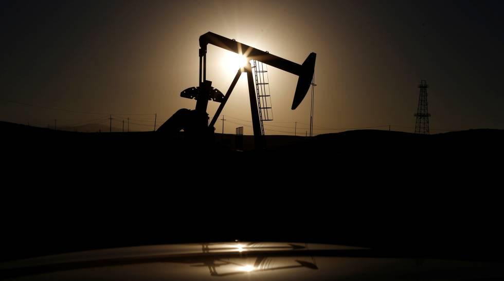Bomba de extração de petróleo na Califórnia, EUA.