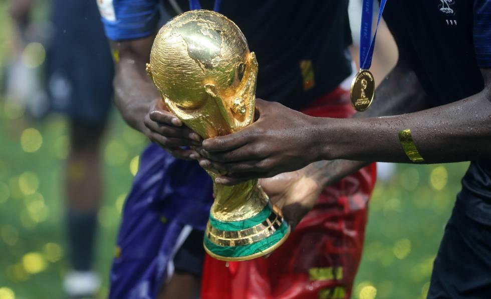 A taça da Copa em 2018, na Rússia.