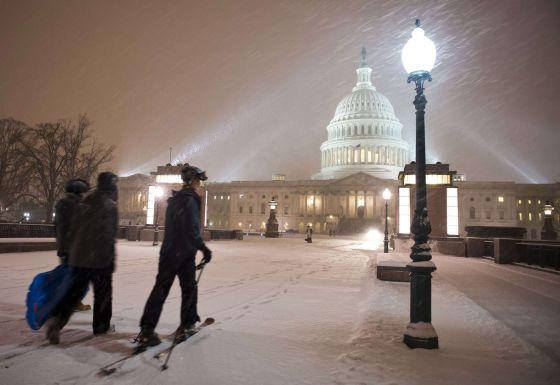 A capital dos EUA sofre sua pior nevasca em quatro anos.
