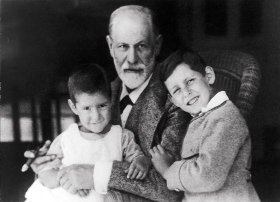 """Biografia de Freud: Élisabeth Roudinesco: """"Freud nos tornou heróis ..."""