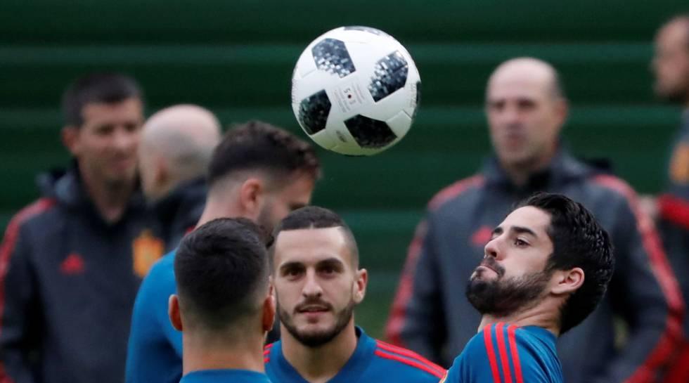 Seleção espanhola treina antes do jogo.