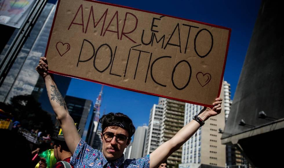 Foto tirada na última Parada do Orgulho LGBT em São Paulo.