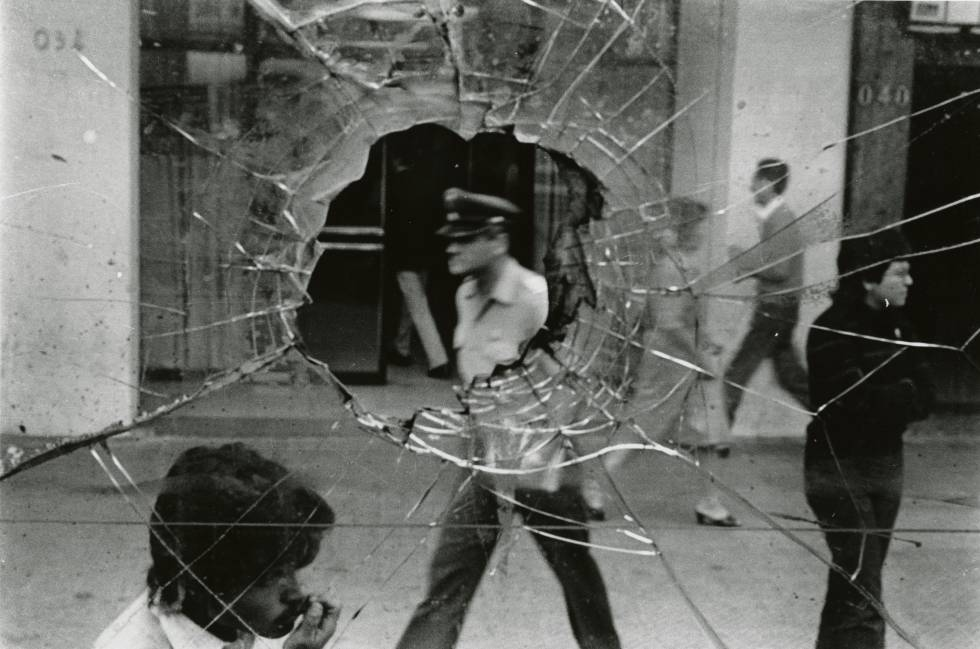 Calle Alameda, Santiago, Chile, 1983.