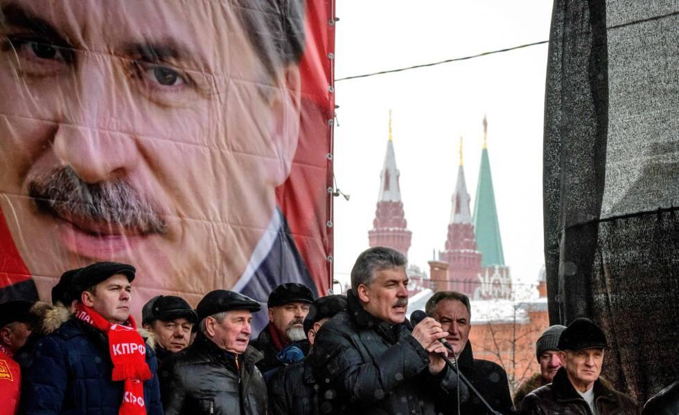 O candidato do Partido Comunista da Rússia, Pavel Grudinin (centro), discursa em um comício no último dia 10.