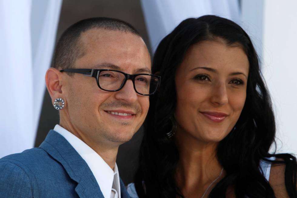 Chester Bennington e Talinda, ao chegarem à cerimônia do Billboard, em 2012