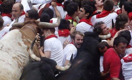 Cenas tremendas de emoção e violência acontecem em Pamplona.