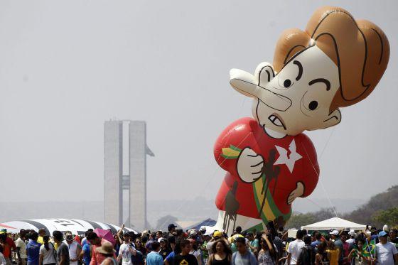 O boneco de Dilma na Esplanada dos Ministérios, em Brasília.